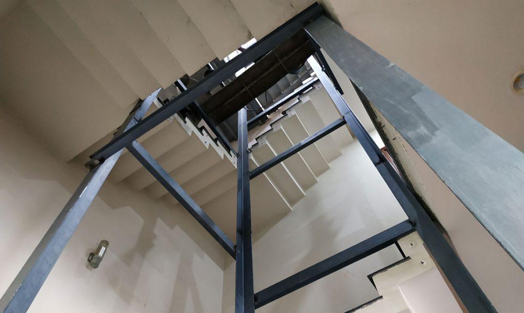 khung hố thang máy bằng thép 2