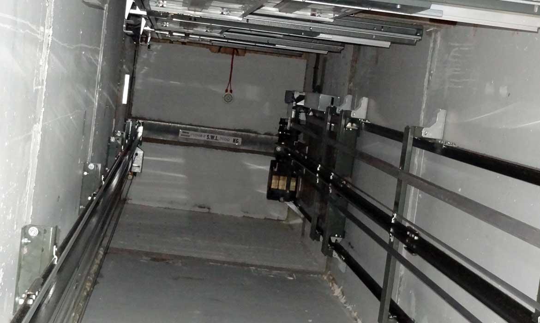 hố thang máy không phòng máy