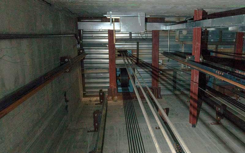Overhead thang máy
